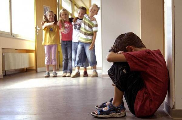 Дети, которые терпят издевательства своих сверстников в школе, страдают во взрослой жизни.