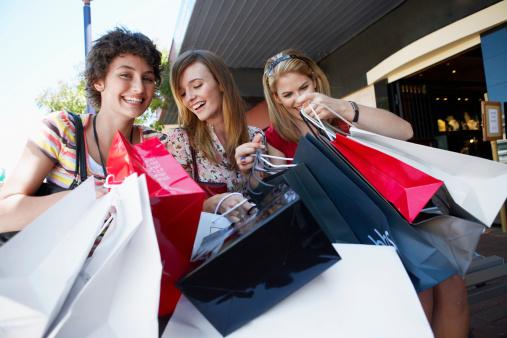 как уговорить маму купить новую одежду