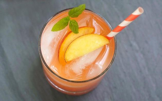 Лимонад из запеченных персиков