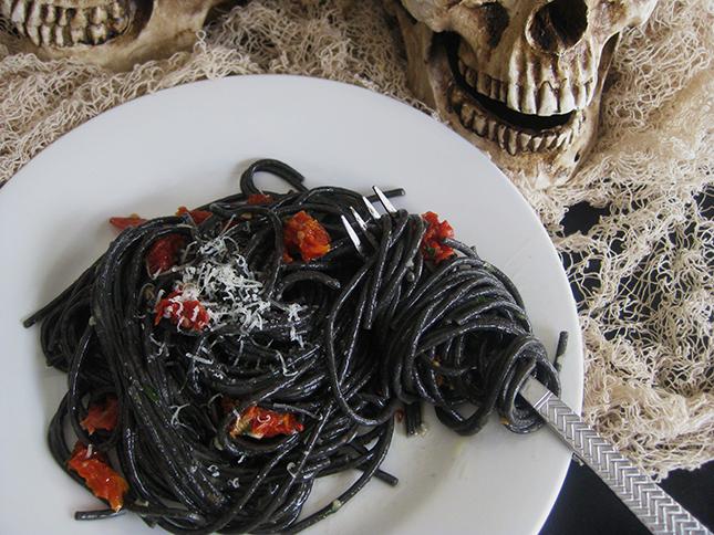 черные спагетти
